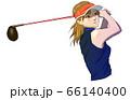 ゴルフ ドライバーでティーショットを打つ女性 66140400
