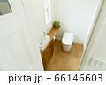 窓のあるおしゃれなトイレ 66146603