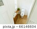 窓のあるおしゃれなトイレ 66146604