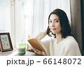 読書 若い女性 66148072