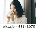 コーヒー 若い女性 66148075
