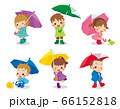 レインコートを着て傘を差している可愛い子どもたちセット 66152818