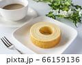 バウムクーヘンとカフェラテ【白背景】 66159136