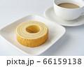 バウムクーヘンとカフェラテ【白背景】 66159138