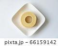 白いお皿にのったバウムクーヘン【白背景】 66159142