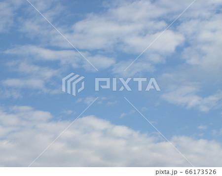 六月の青い空と白い雲 66173526
