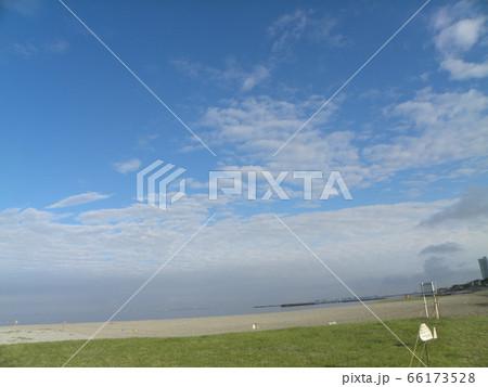 六月の青い空と白い雲 66173528