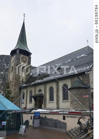 マッターホルンの麓の町のツェルマットの教会 66199784