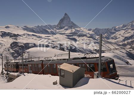 ゴルナーグラートの山岳鉄道とマッターホルン 66200027