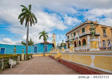 キューバ トリニダーのマヨール広場から革命博物館の眺め 66202515