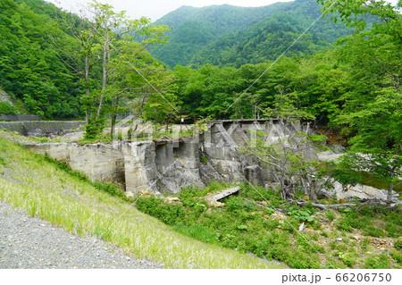日高電燈株式会社、幌満川発電所の取水堰跡 66206750