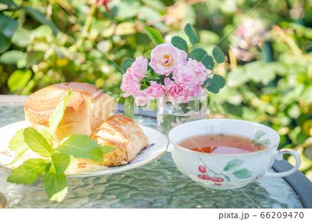 午後のティータイム 紅茶とスコーン/アフタヌーンティー 66209470