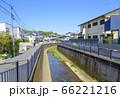 青空と善福寺川の風景(東京都杉並区) 66221216