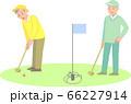 グラウンドゴルフをするシニア男性 66227914