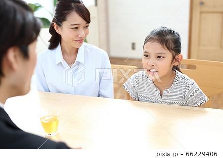 小学校の家庭訪問イメージ 66229406