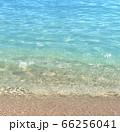 透明感のある海の浜辺 66256041