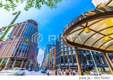 日本の東京都市景観 三越前駅や三越、「日本橋北詰」の交差点などを望む 66276062