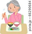 食欲不振のシニア女性 66290684