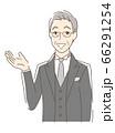 笑顔で手のひらを差し出す男性 66291254