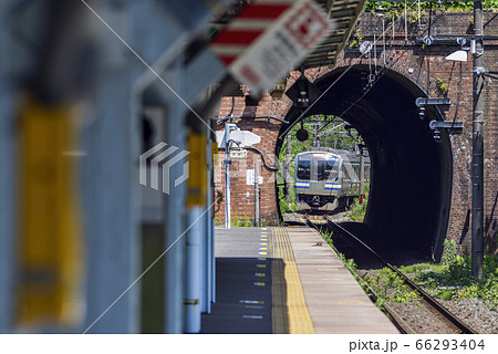 日本遺産の七釜トンネル【JR横須賀線E217系】田浦駅 66293404