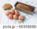 手作りケーキと材料の卵 66308686