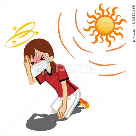 熱中症に苦しむマスクを着用した女子生徒 運動部 部活 66311536