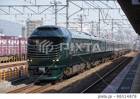 鷹取駅を通過するトワイライトエクスプレス瑞風 66314879