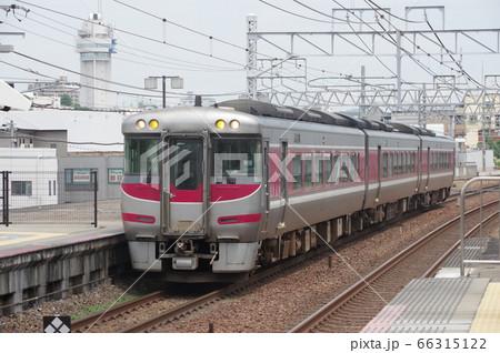 明石駅に到着する下り特急はまかぜ 66315122