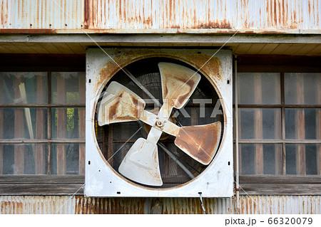 牛小屋の換気送風機 66320079