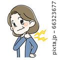 肩をもむシニア女性 66323677