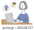 ネットショッピングを楽しむシニア女性 66326737