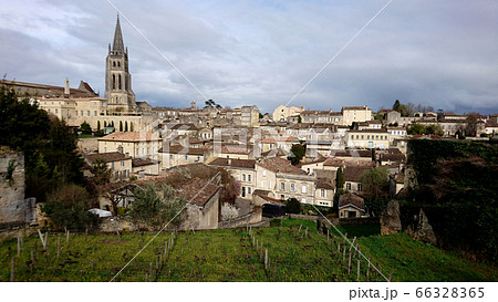 世界遺産・サン=テミリオン村(南西フランス)ボルドーワインでも有名 66328365