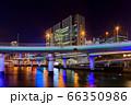 中之島夜景-高層ビルと高速道路 66350986