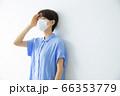 マスクの女性 66353779