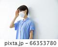 マスクの女性 66353780