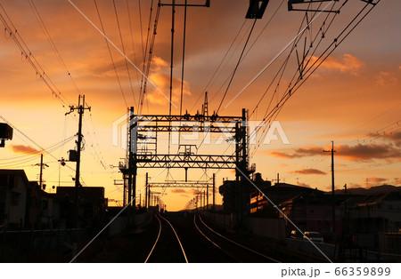 阪急神戸線 武庫之荘駅付近の夕暮れ 66359899
