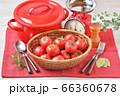 赤いキッチン、お料理、クッキングイメージ、フルーツトマト、鍋、キッチンスケール。 66360678