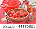 赤いキッチン、お料理、クッキングイメージ、フルーツトマト、鍋、キッチンスケール。 66360681
