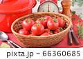 赤いキッチン、お料理、クッキングイメージ、フルーツトマト、鍋、キッチンスケール。 66360685