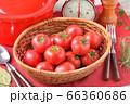 赤いキッチン、お料理、クッキングイメージ、フルーツトマト、鍋、キッチンスケール。 66360686
