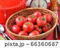 赤いキッチン、お料理、クッキングイメージ、フルーツトマト、鍋、キッチンスケール。 66360687