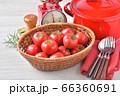赤いキッチン、お料理、クッキングイメージ、フルーツトマト、鍋、キッチンスケール。 66360691