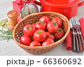 赤いキッチン、お料理、クッキングイメージ、フルーツトマト、鍋、キッチンスケール。 66360692
