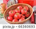赤いキッチン、お料理、クッキングイメージ、フルーツトマト、鍋、キッチンスケール。 66360693