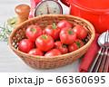 赤いキッチン、お料理、クッキングイメージ、フルーツトマト、鍋、キッチンスケール。 66360695