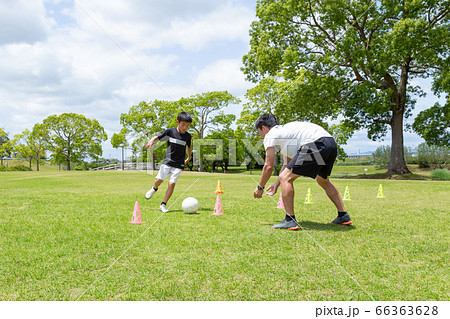 サッカー練習 66363628