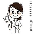 スマートフォンを持つ看護師の女性 66368014