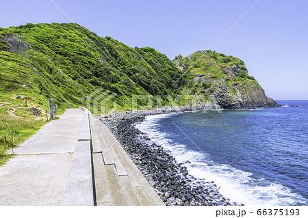 糸島を代表する景勝地である芥屋の大門   66375193