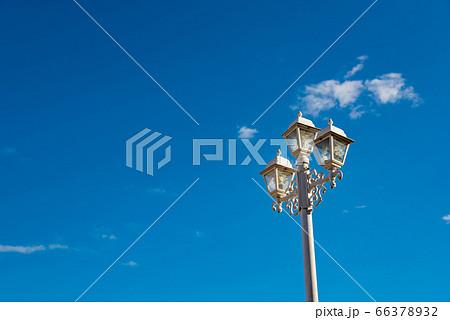 キューバ トリニダーの町中にある花柄の街路灯 66378932