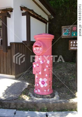 """奈良県吉野町:吉野駅前の""""桜ポスト"""" 66383341"""